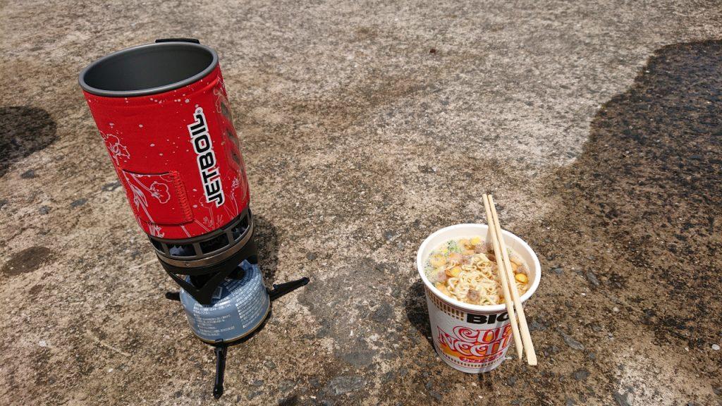 沖堤防で昼食